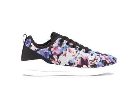 <p>Sneakers de flores de&nbsp&#x3B;Stradivarius (19,99 €).</p>