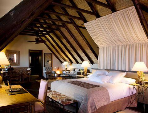 """<p>El <a href=""""http://asiagardens.es/"""" target=""""_blank""""><strong>Asia Gardens Hotel &amp; Thai Spa</strong></a> (Finestrat, Alicante) tiene una propuesta muy sugerente: vivir un auténtico romance oriental este fin de semana. A partir de 440 €, podrás alojarte en el hotel, disfrutar de una cena especial con actuación en directo, salir tarde para que no tengáis ninguna prisa (según disponibilidad) y, sobre todo, pasar el tiempo tranquilos en las dependencias del establecimiento.</p>"""