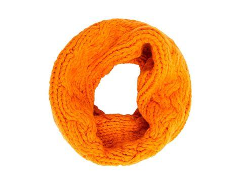 <p>Cuello de lana gorda, de <strong>Cos</strong> (59 €).</p>
