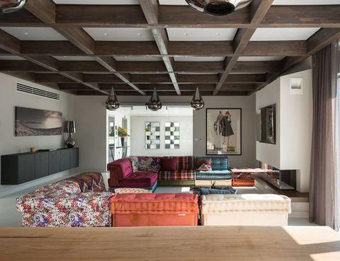<p>El recibidor funciona como elemento separador entre el área del salón, en primer término, y la zona de dormitorios, en el extremo contrario. </p>