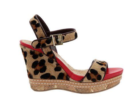 <p>Cuñas de leopardo y suela roja, <strong>deMartinelli para ElArmariodelatele.com</strong></p>