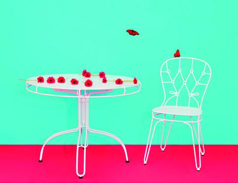 <p>Parecen sacadas de los dibujos animados: silla, 220 €, y mesa de comedor, 499 €, hechas a mano, de la serie Outline, de&nbsp; <strong>Alessandra Baldereschi </strong>para<strong> Seletti</strong>.</p>