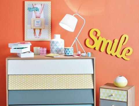 <p>La consigna de estas letras de madera pintadas de amarillo está clara: hay que sonreír. Son de Maisons du Monde y miden 93 cm de ancho. Para conseguir una estética retro, combínalas con unas cómodas <i>scandi.</i></p>