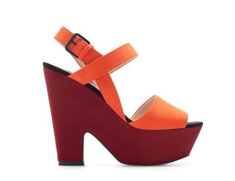 <p>Media cuña de color naranja <strong>de Zara, 19,95 €.</strong></p>