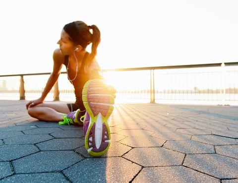 """<p>""""Es fundamental complementarlo con la práctica de ejercicio, el que se quiera, progresivo y seguro, según la condición física de cada uno"""", apunta Sánchez. De hecho, también tienes un número de intercambios para realizar al día. Por ejemplo, 30 minutos andando rápido equivalen a 2 intercambios de ejercicio. Y, en ocasiones, es necesario el apoyo psicológico para tratar los aspectos emocionales, motivacionales y conductuales relacionados con la comida y conseguir un cambio de hábitos de por vida. </p>"""