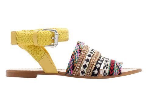 <p>Sandalias planas con tejido étnico, de <strong>Zara</strong> (39,95 €).</p>