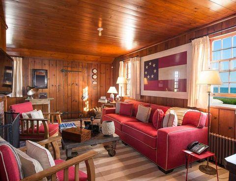 <p>Esta cabaña saca su lado más patriótico y juega con la bandera americana y sus colores, especialmente el rojo.</p>