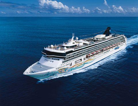 """<p>El <a href=""""http://www.es.ncl.eu/barcos/norwegian-spirit/"""" target=""""_blank"""">Norwegian Spirit </a>realiza varias de las rutas 'clásicas' por el Mediterráneo, el Egeo y el Atlántico más próximo. El 18 de julio, por ejemplo, tiene una salida de 14 noches que sale de Barcelona con el siguiente recorrido: Toulon (Francia)&#x3B; Livorno, Civitavecchia, Nápoles (Italia), Mykonos, El Pireo, Corfú (Grecia), Kotor (Montenegro), Dubrovnik (Croacia), Koper (Eslovenia) y final en Venecia. El recorrido es más que apetecible, y puedes pasar 15 días de vacaciones fenomenales a parir de 1.069 euros.</p>"""