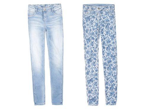 <p>Dos por uno en estos jeans lisos desgastados y con flores en el anverso.</p>