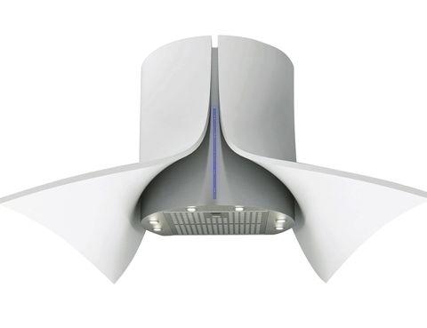 <p>En Corian y acero, la campana <i>Onna</i>, de Pando, con mando a distancia yluz led, 3.593 €.&nbsp;</p>