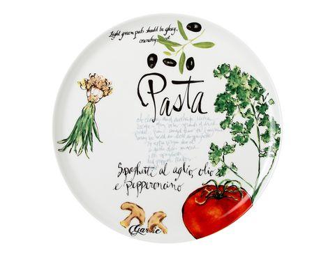 """<p>En este plato los spaghetti saben mejor, pues todas las piezas de la vajilla tienen dibujados los ingredientes tradicionales para conseguir las mejores recetas (<a href=""""http://elcorteingles.es"""" target=""""_blank"""">elcorteingles.es</a>, desde 5,95 €/u.).</p>"""