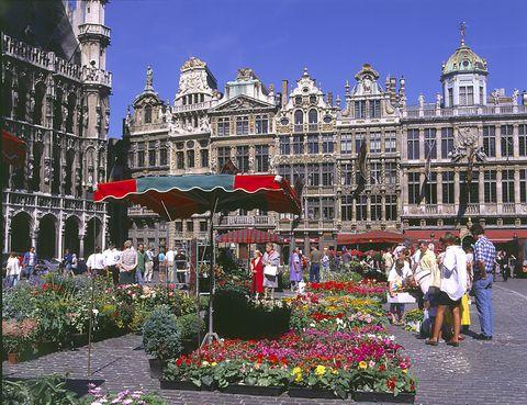 <p>Bélgica fue el país que vio nacer en 1929 a Edda Kathleen van Heemstra-Ruston, es decir, Audrey Hepburn. Sus padres fueron eran un banquero inglés y una baronesa holandesa, de ahí su refinada educación y su elegancia natural.</p>