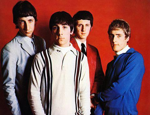 """<p>La canción con la que The Who –la más influyente banda británica con permiso de los Beatles–, se dieron a conocer fue compuesta en 1965, cuando un veinteañero Pete Townshend, guitarra y 'alma mater', viajaba en tren entre Londres y Southampton. El tema fue inspirado por una vivencia personal, cuando la Reina Madre decidió que la grúa se llevara el coche de Townsend (un vehículo funerario) porque 'le molestaba verlo'. """"My Generation"""" era un grito de queja que quería expresar la imposibilidad que tenían los jóvenes rebeldes británicos (los 'mods') de encontrar su lugar en el mundo y en la sociedad. Con los años, y con su mítico verso """"Hope I die before I get old"""", acabó llegando a ser un himno de todos los jóvenes y de todas las décadas.</p>"""
