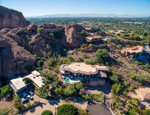 <p>La casa de cristal está situada en la montaña de Camelback, en Phoenix (Arizona).</p>