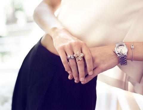 <p>Espectacular detalle del reloj de acero con diamantes.</p>