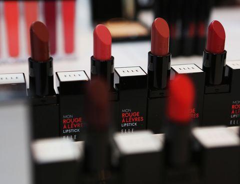 <p>¿No te decides? Tienes ocho tonos de rouge para elegir en la línea beauty de ELLE.</p>