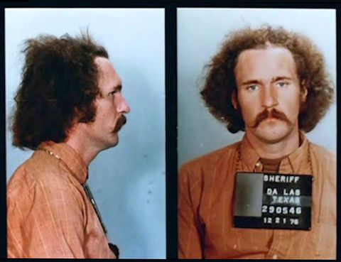 <p>Errol Morris lo dirigió en 1988, y con su trabajo salvó la vida de un hombre. Y es que Morris se propuso contar la historia de Randal Adams, un ciudadano de Dallas que fue condenado a la pena de muerte en EE.UU. por un crimen que no cometió. Tal fue la repercusión de este documental, que el caso fue revisado y, finalmente, el acusado fue puesto en libertad. Eso sí, más de 25 años después, nadie ha conseguido que EE.UU. (para muchos el país más civilizado del mundo) siga matando presos.</p>