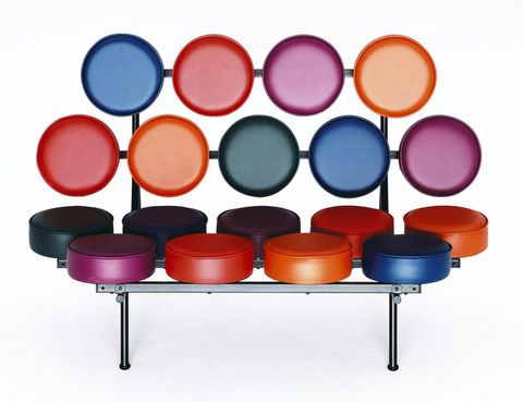 <p>Con 18 cojines sobre una estructura de hierro, el sofá Marshmallow es ya un clásico contemporáneo. Lo diseñó en 1956 George Nelson y lo edita Vitra.</p>