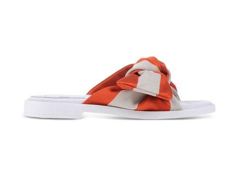 <p>En sandalia de Missta.</p>