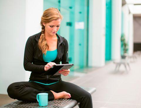 """<p>Con <a href=""""http://www.gym-in.com/"""" target=""""_blank"""">Gym-in</a> podrás practicar desde estiramientos para hacer en la oficina hasta baile cardio, pasando por Pilates o Yoga. Esta plataforma es una de las pioneras del 'fitness' en línea y ofrece planes de entrenamiento a precios asequibles (por ejemplo, una suscripción anual cuesta algo menos de 60 €). 'Además te permite personalizar dietas de cara al equilibrio nutricional', afirman desde <a href=""""http://webloyalty.es/"""" target=""""_blank"""">Webloyalty</a>.</p>"""