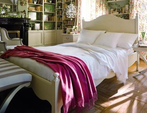 <p>El estilo <i>cottage,</i> también llamado <i>country chic,</i> es un tipo de decoración procedente de las casas campestres inglesas. Se caracteriza por un predominio del color blanco, los elementos antiguos y la preocupación por los detalles.</p>
