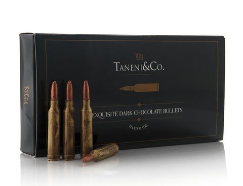 """<p>Nunca un disparo había sido tan dulce. Los especialistas en alta repostería Taneni&amp;Co. han lanzado unas chocolatinas con forma de bala de escopeta que se convertirán en tu presa más codiciada (<a href=""""http://taneni.es"""" target=""""_blank"""">taneni.es</a>, 30 €).</p>"""