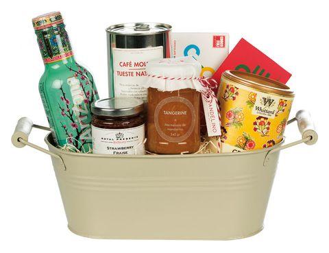 <p>Cesta con productos 'gourmet' (35 €).</p>
