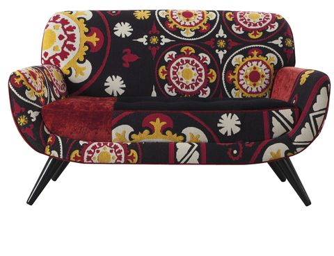 <p>Nos seduce el toque exótico de este sofá-banqueta <i>Osorno</i>, que combina varios tejidos, de Roche Bobois, 2.110 €.</p><p>&nbsp;</p>