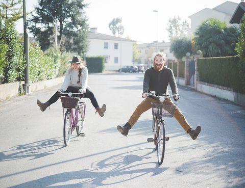 <p>La alegría y el buen rollo que suele haber en los viajes se convierten en emociones claves para gestionar cómo nos enfrentamos a los alimentos. Según expertos en Inteligencia Emocional, emociones como la autoestima, la seguridad en uno mismo y la confianza, que se suelen dar cuando estamos de vacaciones, ayudan al control del peso.</p>