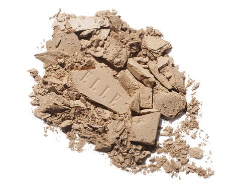 <p>Si buscas un resultado glamuroso, el maquiillaje compacto te ayudará a conseguirlo. Enriquecidas con ácido hialurónico, además de cubrir, hidrata tu piel en profundidad sin aportar brillos (24,90 €).</p><p>&nbsp;</p>