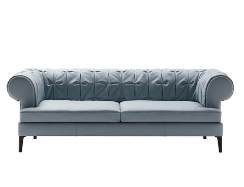 <p>Los lazos de capitoné marcan el sofá <i>Mantò,</i> desde 5.500 €, de Poltrona Frau. </p>