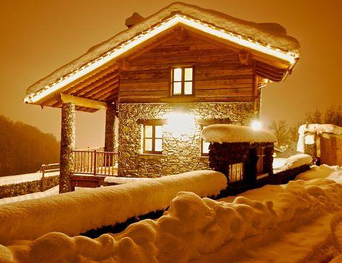 <p>El chalet está localizado en una de las zonas de esquí más antiguas de Italia, a unos 100 kilómetros al sur de Turín, cerca de la frontera con Francia.</p>