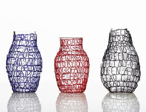 """<p>Del estudio de diseñadoras suecas FRONT. Estas piezas exploran la artesanía tradicional y la tradición zulú de contar historias. Es un proyecto realizado en Sudáfrica con el colectivo de artesanos """"The Sizayama Project"""".</p>"""