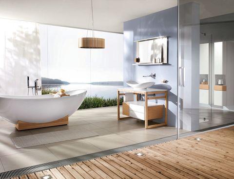<p>En la colección <i>My Nature</i> de Villeroy &amp; Boch. La protagonista es la ergonómica bañera exenta de acrílico sobre madera, desde 5.166 €. El mueble con lavabo, 1.600 €.</p>