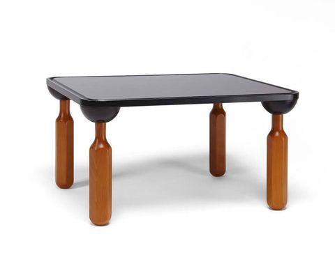 <p>Una reedición exclusiva de esta célebre mesita. Realizada en madera maciza, la &quot&#x3B;Cacciavite&quot&#x3B; (&quot&#x3B;destornillador&quot&#x3B; en italiano) está compuesta por una tabla lacada y patas que recuerdan la forma de esta herramienta. Actualmente no está en producción.</p>
