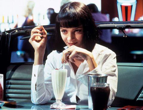 <p>El personaje de Mia Wallace (Uma Thurman) en Pulp Fiction ha pasado a la posteridad como uno de los iconos de los años 90. Su corte bob con flequillo recto y sus labios burdeos son un look eterno.</p>
