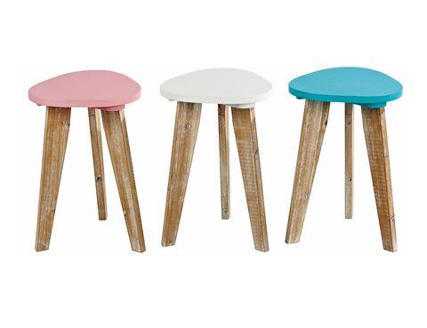 """<p>Taburetes con patas de madera y asientos de colores, de <a href=""""http://www.casashops.com/es/home.html"""" target=""""_blank"""">Casa</a> (19,90 €).</p>"""