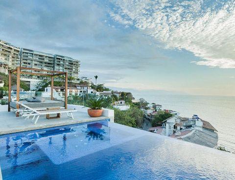 """<p>La preciosa ciudad de Puerto Vallarta es el lugar en el que se encuentra este apartamento, que cuenta con dos terrazas, jacuzzi y una piscina desde la que contemplar la puesta de sol sobre el mar. <strong>Desde 111 €/noche.</strong> Más información, <a href=""""https://www.airbnb.co.uk/rooms/978139"""" target=""""_blank"""">aquí</a>.</p>"""
