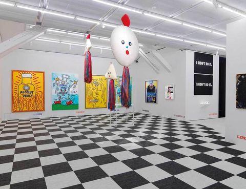 """<p>Todos conocéis, a veces sin saberlo, las ilustraciones de Keith Haring. Este artista neoyorquino forjó su carrera en los años 90 con figuras humanas de líneas muy simples, pero llenas de colorido, que se han convertido en un clásico del arte pop. La exposición Powerful babies mide su legado entre artistas contemporáneos cuando se cumplen 25 años de la muerte del maestro.</p><p>• Lugar: <a href=""""http://spritmuseum.se"""" target=""""_blank"""">Spritmuseum</a> (Djurgårdsvägen, 38).</p><p>• Fecha: Hasta el 3 de abril.</p>"""