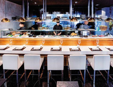 <p>Barra del restaurante 99 Sushi Bar, del grupo Bambú, todo un referente de la alta cocina japonesa en nuesto país.</p>