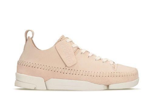 """<p>Sneaker Trigenic Flex Light Pink de <a href=""""http://pubads.g.doubleclick.net/gampad/clk?id=197905402&amp;iu=/36117602/hmies-elle/home"""" target=""""_blank"""">Clarks,</a> cosidas a mano (130 €).</p>"""