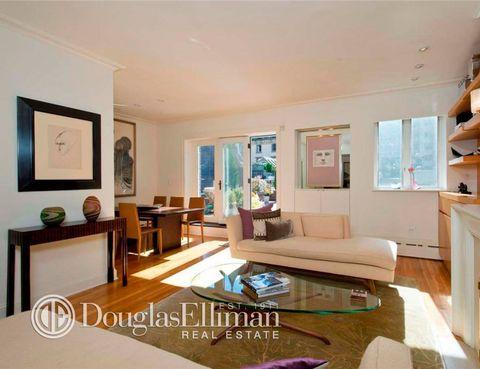 """<p>Según se cuenta en <a href=""""http://www.zillow.com/blog/hathaway-snags-uws-penthouse-191703/"""" target=""""_blank"""">Zillow</a>, Anne Hathaway ha pagado 2,28 millones de € por esta casa de 1.200 m2, que se encuentra en una de las urbanizaciones privadas construidas en el UWS. </p>"""