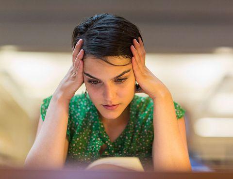 <p>Dos de cada tres analfabetos del mundo son mujeres&#x3B; la tasa de alfabetización femenina en el planeta es del 80%, frente a un 89% masculina.</p><p>En España, solo un 9,69% de los miembros de las Academias son mujeres. Un porcentaje muy parecido si miramos las rectoras de universidad, puesto que de 83, solo 8 son mujeres. Pero hablando de estudios superiores, las mujeres ganan en la tasa de escolarización a los 18 años (34,9% frente al 24,4% de los varones).</p>