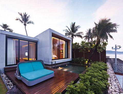 """<p>En el sur de Tailandia, en medio de una frondosísima selva tropical te encontrarás estos sofisticados cubículos de hormigón y vidrio.</p><p>Como ves, tienes la suerte de tener una piscina privada a tu disposición y, de fondo, la magnífica panorámica del mar de Andamán.</p><p>El hotel solo dispone de 36 villas (a partir de 174 euros) para garantizar la privacidad y el bienestar; que se materializa sobre todo en el spa, donde puedes reservar masajes tradicionales tailandeses o contratar tratamientos a base de hierbas.</p><p><a href=""""http://www.casadelaflora.com"""" target=""""_blank"""">Casa de La Flora.</a> Moo 5, 67/213. Khuk Khak. Phang Nga. Tailandia. Tél. 66 076 42 89 99 00. </p>"""