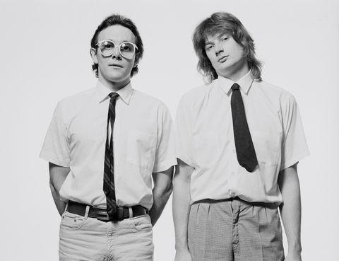 """<p>Fue el primer vídeo que emitió la MTV en su inauguración, el 1 de agosto de 1981. Su elección no fue, para nada, casual. La canción plantea el tema de 'cómo hemos cambiado': del año 52 en el que se escuchaba a la estrella de la radio, con sus jingles auténticos, al desastre que supone la llegada de """"la máquina y nuevas tecnologías"""", que va a hacer que ya nada sea tan auténtico como antes. ¿Solución? """"Put the blame on VTR"""" (""""échale la culpa al vídeo). La ironía del tema es que estaba lleno de máquinas y sintetizadores, que acabó convirtiéndose en un jingle en sí mismo y que, finalmente, inició la era de los videoclips televisados.</p>"""
