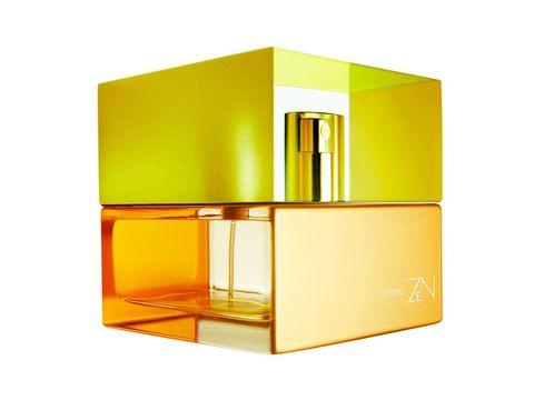 <p>La empresa creadora de aromas IFF hizo en los años 90 un experimento en colaboración con la NASA: <strong>enviar un pequeño rosal al espacio</strong> para observar si la falta de gravedad afectaba al aroma de sus flores. Y, efectivamente, así fue: el resultado demostró que la flor había producido una fragancia totalmente nueva. Años más tarde, Shiseido fue la primera en emplear el ingrediente 'rosa espacial' en una fragancia: el perfume 'Zen'.</p>