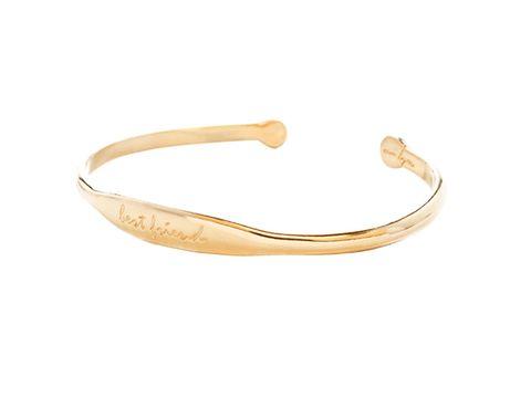 <p>Pulsera 'Bbestfriend' de plata bañada en oro, de <strong>Ouibyou</strong> (125 €).</p>