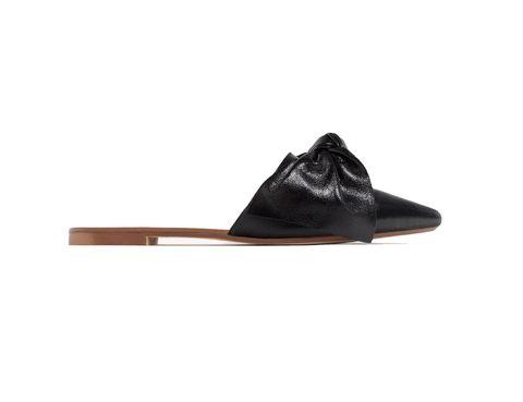 <p>Tipo mule negra con lazada de Zara (39,95 €).</p>
