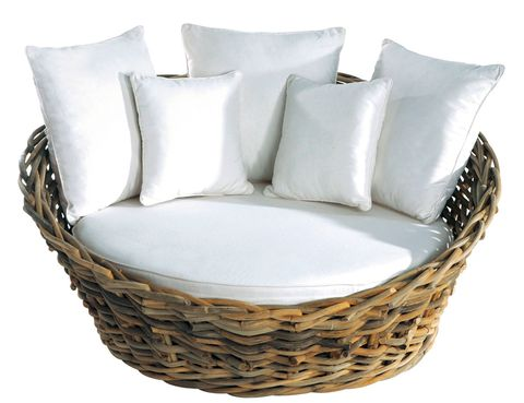 <p>Sofá <i>Marbella</i>, 799 €, de ratán natural con asiento desenfundable de Leroy Merlin.</p><p></p>