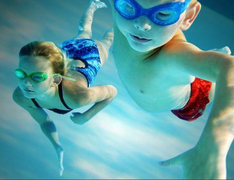 """<p>&nbsp;</p><p>Los clubes Metropolitan te ofrecen la opción de <strong>entrenar, darte un spa o hacerte un tratamiento de belleza, mientras cuidan de tus hijos en su guardería</strong> para niños de 3 a 12 años. Podrás disfrutar sin prisa ni agobios. Además, tienen actividades acuáticas especiales para niños que combinan un importante trabajo cardiovascular con el imprescindible componente lúdico. <a href=""""http://www.clubmetropoluitan.net"""" target=""""_self""""><i>clubmetropolitan.net</i></a></p><p>&nbsp;</p>"""